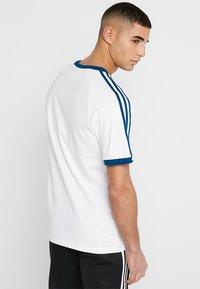 adidas Originals - ADICOLOR 3STRIPES SHORT SLEEVE TEE - T-shirt imprimé - white/legmar - 2