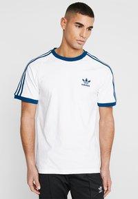 adidas Originals - ADICOLOR 3STRIPES SHORT SLEEVE TEE - T-shirt imprimé - white/legmar - 0
