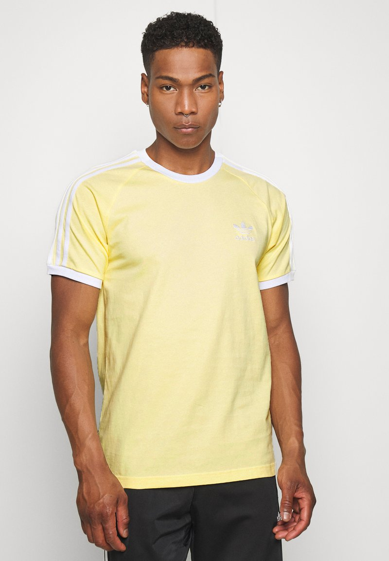 adidas Originals - STRIPES TEE - Camiseta estampada - yellow