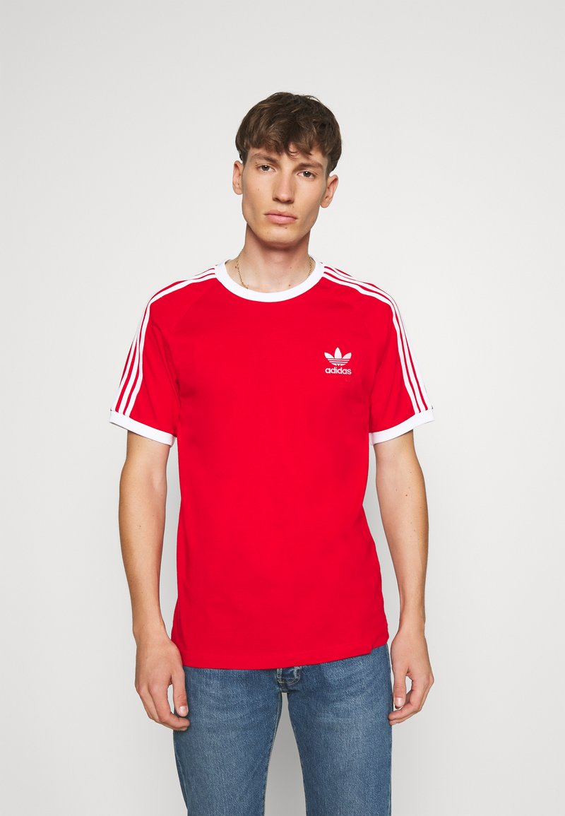 adidas Originals - 3 STRIPES TEE UNISEX - T-shirt imprimé - scarle