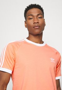 adidas Originals - ADICOLOR 3STRIPES SHORT SLEEVE TEE - Print T-shirt - chacor