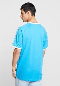 adidas Originals - ADICOLOR 3STRIPES SHORT SLEEVE TEE - T-shirt imprimé - light blue - 2