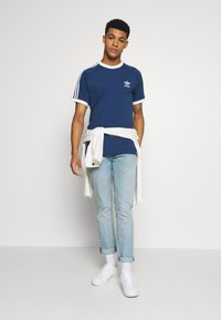 adidas Originals - ADICOLOR 3STRIPES SHORT SLEEVE TEE - Print T-shirt - dark blue - 1
