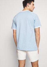 adidas Originals - ADICOLOR 3STRIPES SHORT SLEEVE TEE - Print T-shirt - clesky - 2