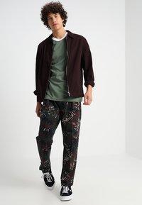 adidas Originals - ADICOLOR 3STRIPES SHORT SLEEVE TEE - T-shirt imprimé - green - 1