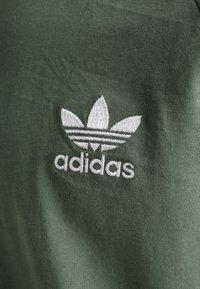 adidas Originals - ADICOLOR 3STRIPES SHORT SLEEVE TEE - T-shirt imprimé - green - 3