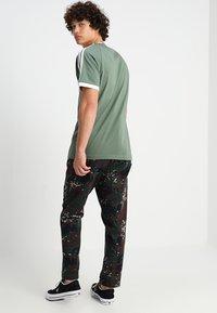 adidas Originals - ADICOLOR 3STRIPES SHORT SLEEVE TEE - T-shirt imprimé - green - 2