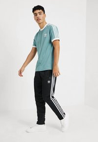 adidas Originals - ADICOLOR 3STRIPES SHORT SLEEVE TEE - T-shirt imprimé - mint - 1