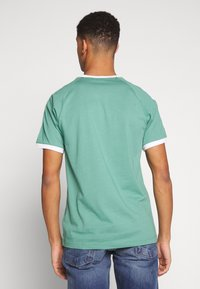adidas Originals - ADICOLOR 3STRIPES SHORT SLEEVE TEE - Print T-shirt - green - 2