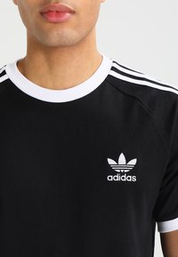 adidas Originals - STRIPES TEE - Print T-shirt - black - 3