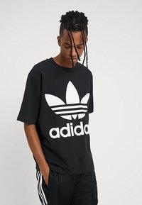 adidas Originals - OVERSIZED TEE - T-shirt print - black - 0