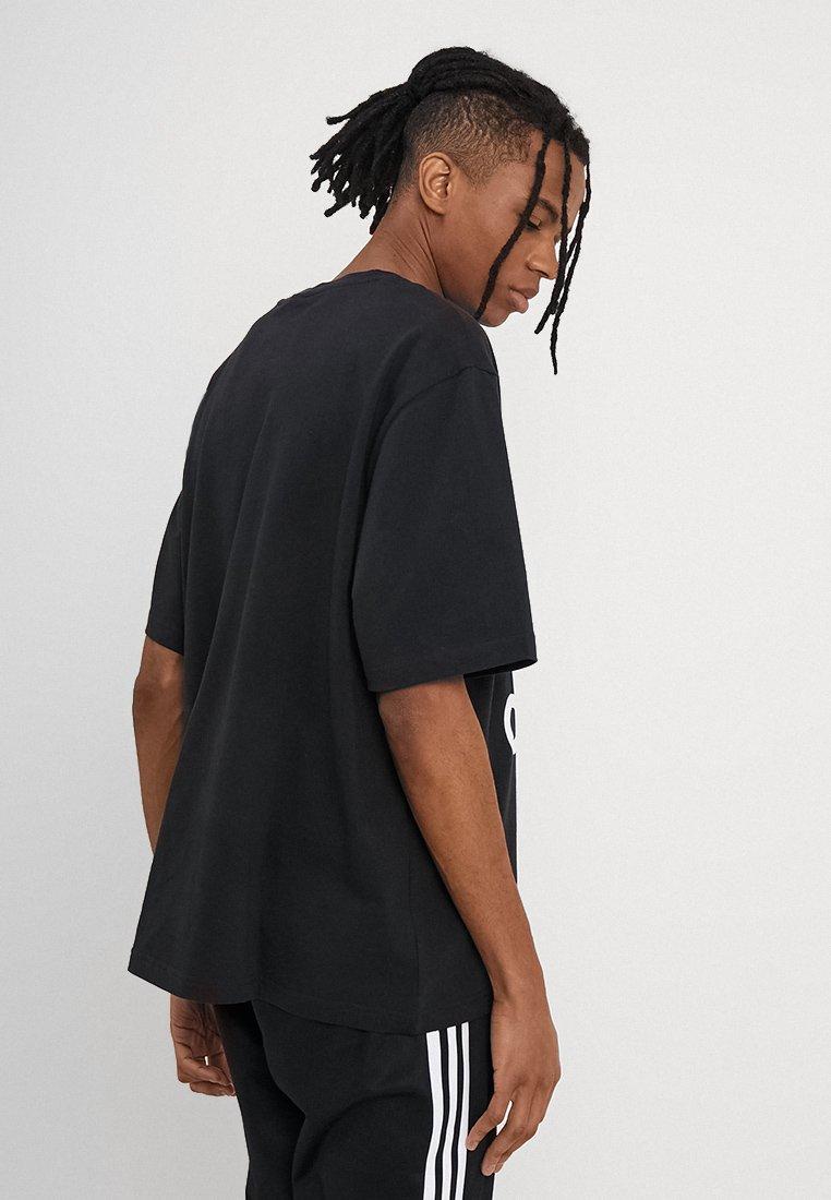 adidas Originals OVERSIZED TEE - Camiseta estampada black