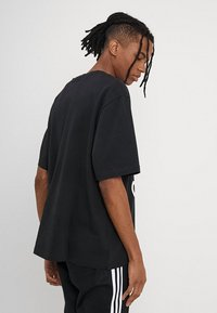 adidas Originals - OVERSIZED TEE - T-shirt print - black - 2