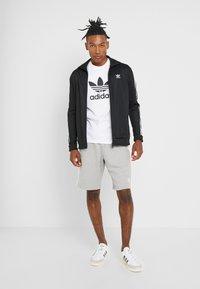 adidas Originals - ADICOLOR TREFOIL TEE - T-shirt imprimé - white - 1