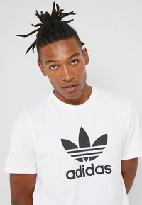 adidas Originals - ADICOLOR TREFOIL TEE - T-shirt imprimé - white - 4