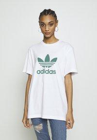 adidas Originals - ADICOLOR TREFOIL TEE - Camiseta estampada - white/mint - 3