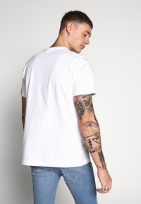 adidas Originals - ADICOLOR TREFOIL TEE - Camiseta estampada - white/mint - 2