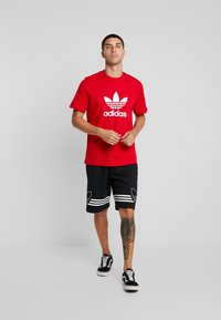 adidas Originals - ADICOLOR TREFOIL TEE - T-shirt print - red/white - 1