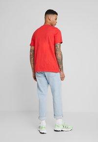 adidas Originals - TREFOIL  - T-shirt con stampa - lush red - 2