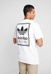 adidas Originals - VINTAGE LABEL GRAPHIC TEE - T-shirt print - white/black - 2