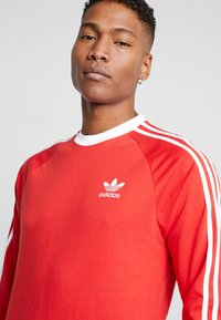 adidas Originals - 3 STRIPES UNISEX - T-shirt à manches longues - lush red - 3