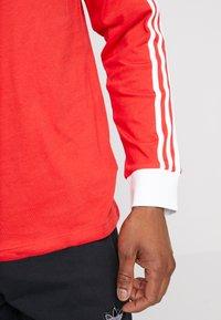 adidas Originals - 3 STRIPES UNISEX - T-shirt à manches longues - lush red - 5