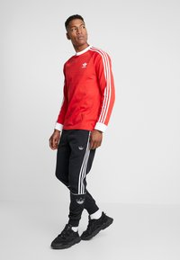 adidas Originals - 3 STRIPES UNISEX - T-shirt à manches longues - lush red - 1