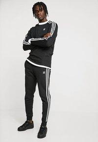 adidas Originals - 3 STRIPES UNISEX - Longsleeve - black - 1