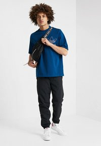 adidas Originals - OUTLINE TEE - T-shirt imprimé - legmar - 1
