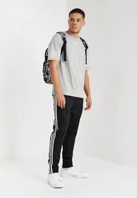 adidas Originals - OUTLINE TEE - T-shirt print - mottled grey - 1
