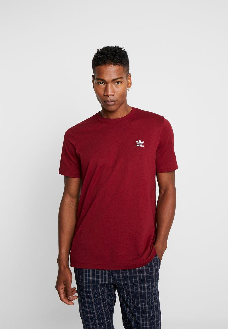 adidas Originals - ADICOLOR ESSENTIAL TEE - Camiseta estampada - burgundy