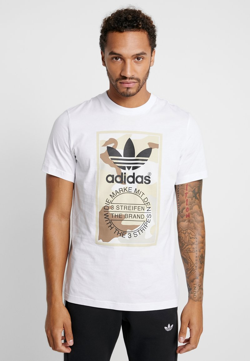 adidas Originals - CAMO TEE - Print T-shirt - white/light brown