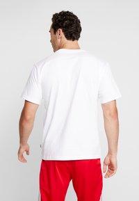 adidas Originals - SOLID - Print T-shirt - white/black - 2