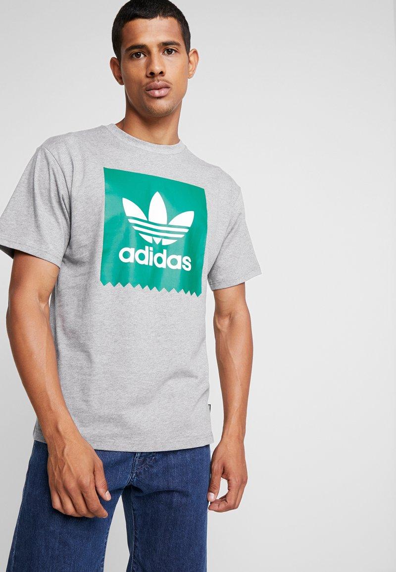 adidas Originals - SOLID - T-Shirt print - mottled grey/green