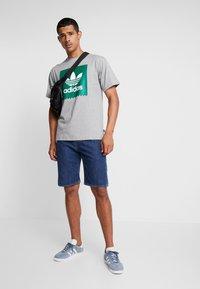 adidas Originals - SOLID - T-Shirt print - mottled grey/green - 1