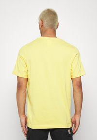 adidas Originals - TECH TEE - Camiseta estampada - yellow - 2