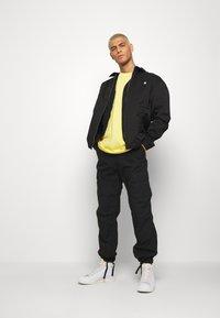 adidas Originals - TECH TEE - Camiseta estampada - yellow - 1