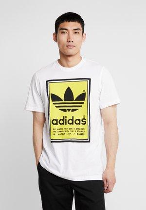 VINTAGE FILLED LABEL GRAPHIC TEE - T-shirt z nadrukiem - white/yellow