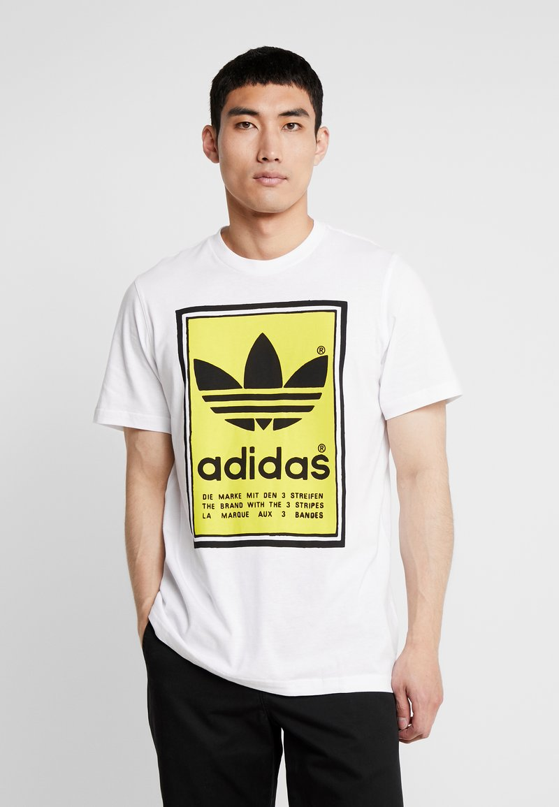 adidas Originals - VINTAGE FILLED LABEL GRAPHIC TEE - Print T-shirt - white/yellow