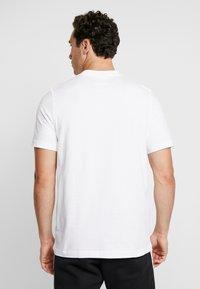 adidas Originals - VINTAGE FILLED LABEL GRAPHIC TEE - T-shirt print - white/flared - 2