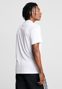 adidas Originals - OUTLINE JERSEY - Print T-shirt - white - 2