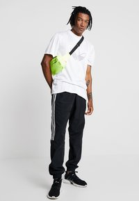 adidas Originals - OUTLINE JERSEY - Print T-shirt - white - 1