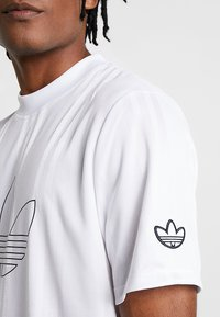 adidas Originals - OUTLINE JERSEY - Print T-shirt - white - 5
