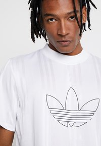 adidas Originals - OUTLINE JERSEY - Print T-shirt - white - 3