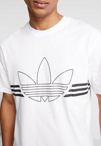 adidas Originals - OUTLIN TEE - Camiseta estampada - white - 4