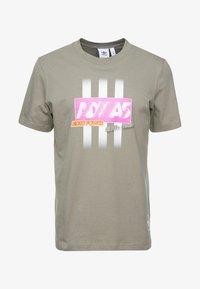 adidas Originals - BODEGA LOGO TEE - Print T-shirt - trace cargo - 4