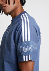 adidas Originals - TEE - Print T-shirt - tech ink - 5