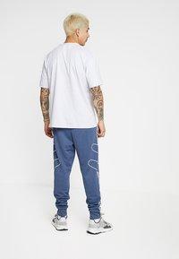 adidas Originals - REVEAL YOUR VOICE TEE - T-shirt basic - light grey heather - 2