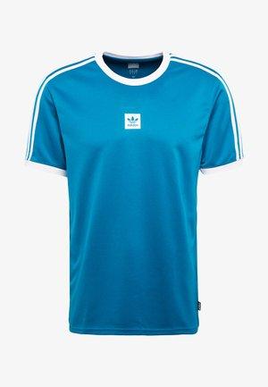 CLUB - T-shirt imprimé - active teal/white