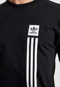adidas Originals - PILLAR TEE - T-shirt print - black/white - 4